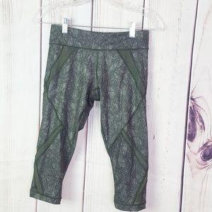 Lululemon | Leaf Pattern Cropped style